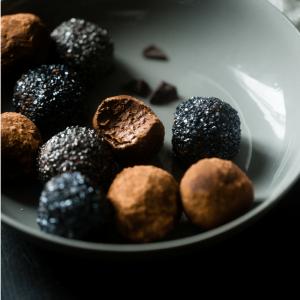 3 No-Bake Paleo Chocolate Treats Your Friends Will Love